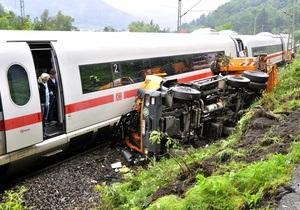 В Германии скоростной поезд столкнулся с мусоровозом