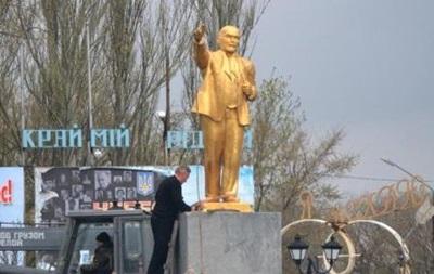 Комуністи в Запорізькій області відновили пам ятник Леніну