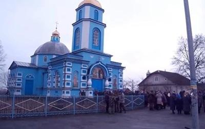 В Ровенской области возле храма подрались почти 400 прихожан