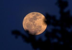 Фотогалерея: Суперлуние. Луна приблизилась к Земле на рекордно близкое расстояние за 20 лет
