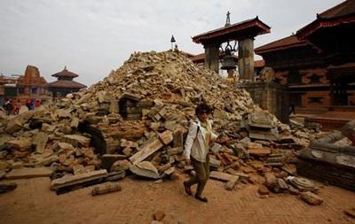 Кількість загиблих через землетрус у Гімалаях перевищила 2,4 тисячі осіб