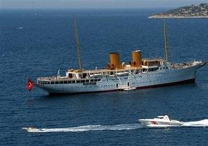 Сотрудников яхтенной компании, на судне которой отравились российские туристы, арестовали