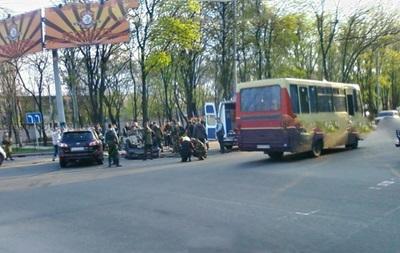 В Донецке пьяный сепаратист устроил ДТП и прострелил водителю ногу