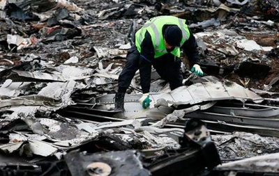 Пошуки останків жертв та уламків рейсу MH17 завершено