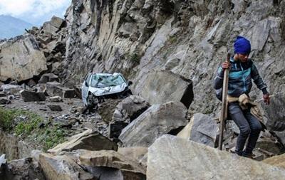Рятувальники виявили тіла ста осіб, загиблих через лавину в Непалі