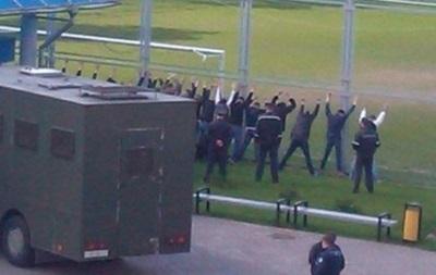 У Білорусі ОМОН побив футбольних фанатів