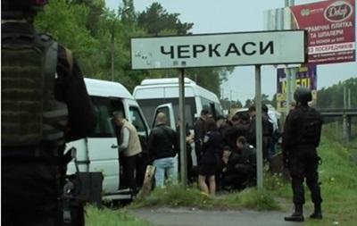 Біля Черкас затриманий автобус з 60 чоловіками в одязі з написом  Охорона