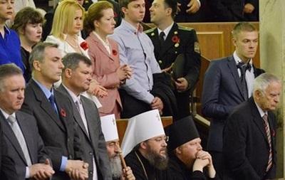 УПЦ МП приховала фото, де митрополит сидить під час вшанування військових