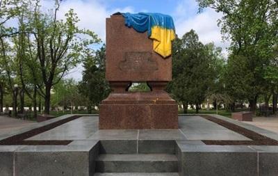 В Харькове неизвестные сняли табличку с  Вечного огня