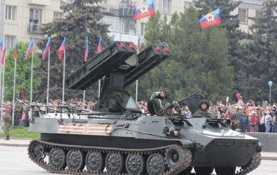 МЗС: Паради в Донецьку і Луганську - грубе порушення мінських угод