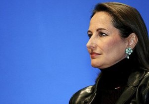 СМИ назвали спор между спутницей Олланда и Руаяль  первой проблемой нормального президентства