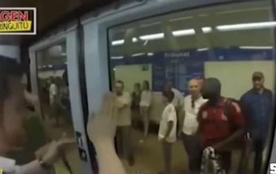 В Мадриде фанаты Ювентуса вытолкнули темнокожего мужчину из вагона метро