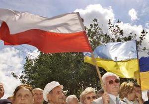 Польское посольство откроет визовые центры в Черновцах и Ужгороде до конца года