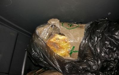 Украинец пытался вывезти в Польшу почти 10 килограммов янтаря