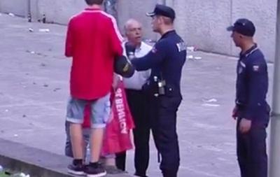 Португальская полиция избила болельщика на глазах его детей
