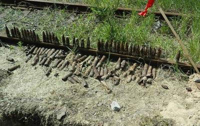 В Киеве возле трамвайной остановки раскопали более 200 снарядов