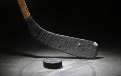 У Росії судовий пристав заарештував ключки хокеїста за борги