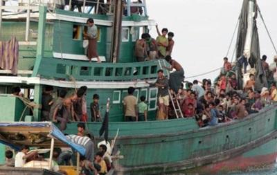 Біля берегів Індонезії врятували човен із мігрантами