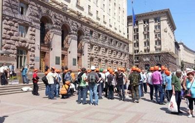 Противники стройки на Осокорках перекрыли движение на Крещатике