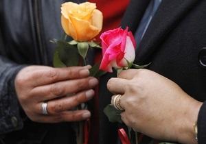 Во Франции сексменьшинствам хотят разрешить заключать браки и усыновлять детей
