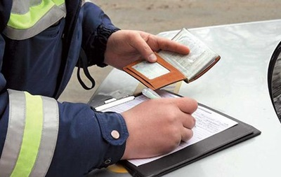 Сотрудникам ГАИ запретили брать штрафы на месте нарушения