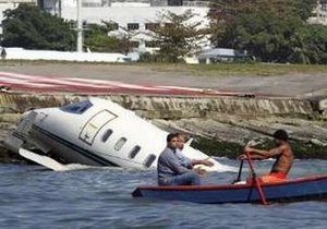 Самолет упал в море в Рио-де-Жанейро