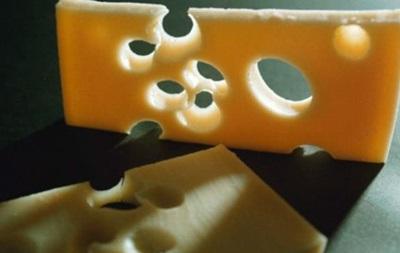 Швейцарські вчені з ясували, чому в сирі виникають дірки