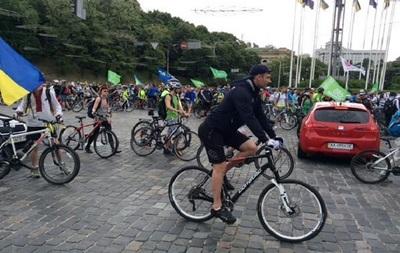 В Киеве проходит велопробег. Кличко тоже едет