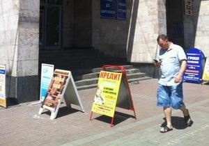 Кредитные фирмы подозреваемого во многомилионной афере певца продолжают свою работу в Киеве