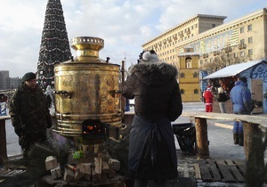 УНП: Площади украинских городов заполонили скоморохи, медведи, самовары и матрешки