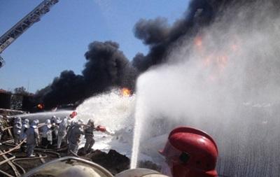 Спасатели начали пенную атаку для ликвидации пожара под Киевом
