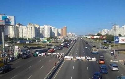 В Киеве частично возобновлено движение на проспекте Бажана