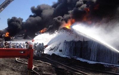 Пожарные потушили еще две цистерны на нефтебазе под Киевом