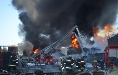 Пожар на нефтебазе под Киевом: горят три резервуара с топливом