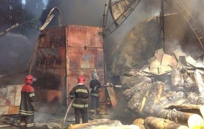 Пожар на складе с пенопластом под Киевом локализован