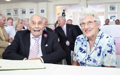 Британская пара стала самыми пожилыми молодоженами
