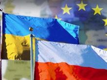 Польша вдвое сократила выдачу виз украинцам