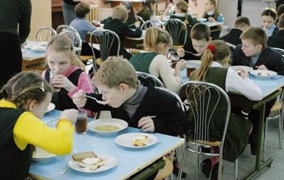 В киевских школах будут бесплатно кормить детей участников АТО