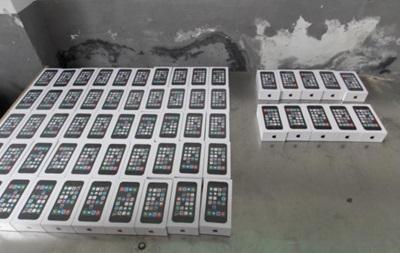 На границе с Украиной задержали мужчину с 60 iPhone