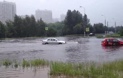 Ливень затопил улицы Москвы, а Курск превратил в Венецию