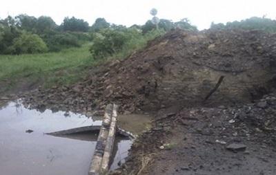 На Луганщине из-за подрыва моста заблокировано село Троицкое