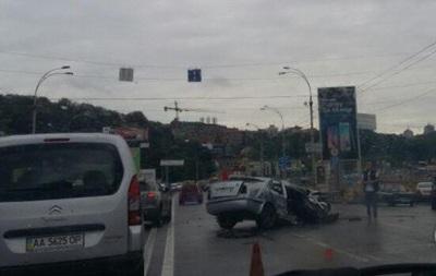 В Киеве ДТП парализовало движение на мосту Патона