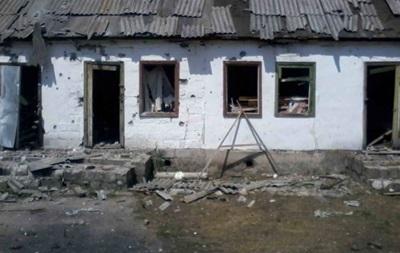 Силовики показали последствия обстрела Нижнего на Луганщине