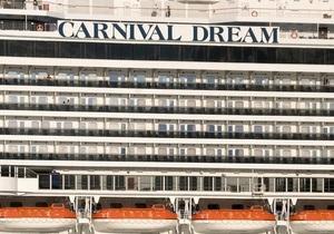 Пассажиров лайнера Carnival Dream, дрейфующего в Карибском море, эвакуируют на самолетах
