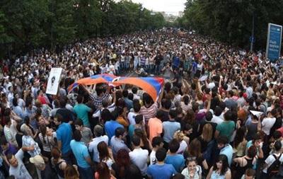 Протесты в Армении и Украине не схожи между собой - посол США