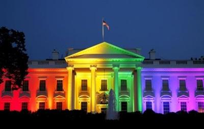 Белый дом в США осветили цветами ЛГБТ-движения