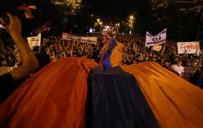 Протесты в Армении: ночь под напряжением