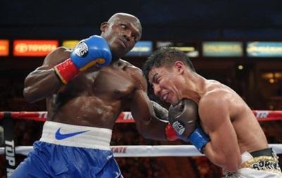 Судья на 5 секунд раньше остановил бой и спас боксера от поражения