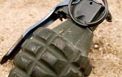 В Киеве неизвестные бросили во двор дома гранату