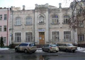 В Киеве на женщину с ребенком обрушился обломок стены